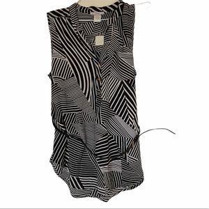 3/$30 Dex black & white geometric sleeveless top L